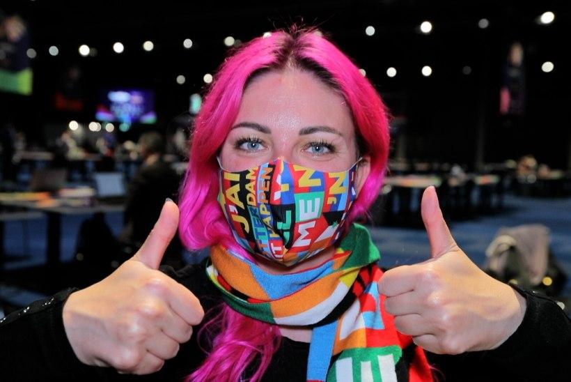 ÕL VIDEO JA FOTOD   Pidevad koroonatestid ja 150 euro väärtuses ilukraami: piilu, millistes tingimustes ajakirjanikud Eurovisionil töötavad