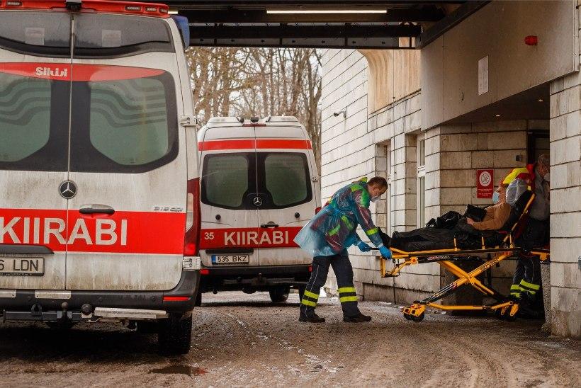 Avarii põhjustanud juht põgenes sündmuskohalt: kolm inimest viidi haiglasse