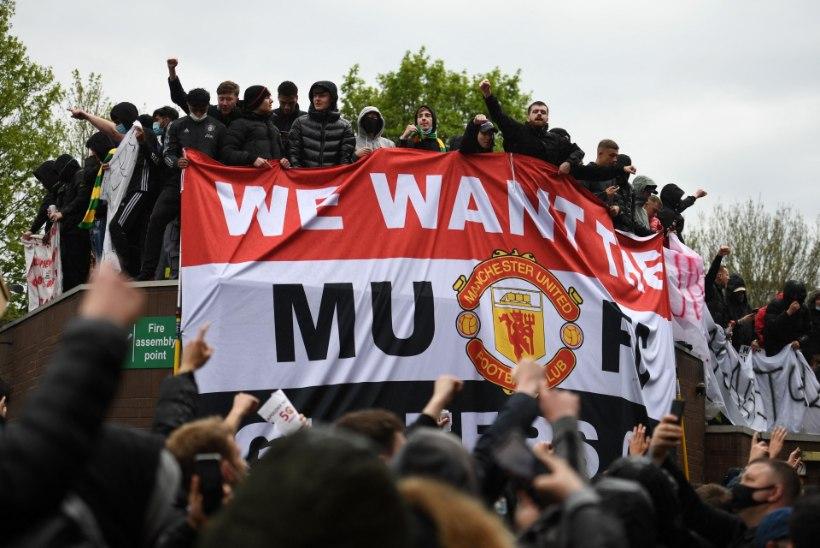 FOTOD ja VIDEO   Sajad inimesed tormasid Manchester Unitedi staadionile klubi omanike vastu protesteerima
