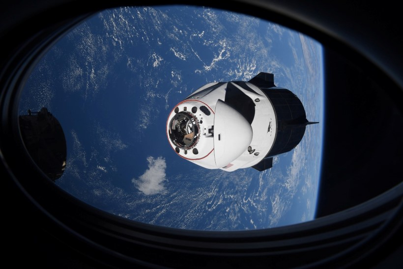 NASA astronaudid naasid SpaceXi kapslis maale