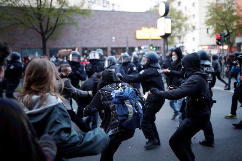 Meeleavaldajate vastu pisargaasi ja veekahuriga