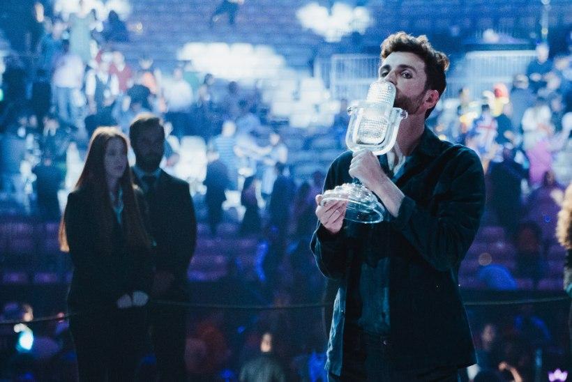 Eurovisioni viimane võitja Duncan Laurence meenutab, et lõhkus võidutrofee: pakkisin selle miljonisse saunalinasse, kuid läks ikka katki