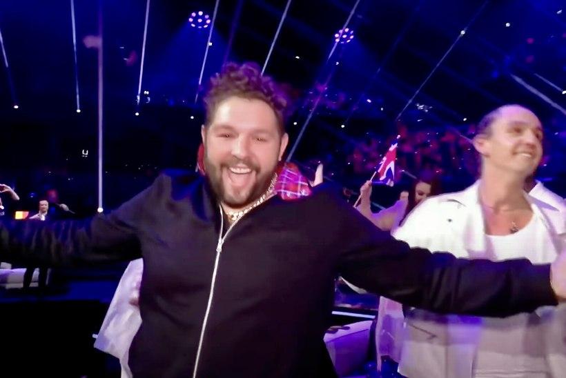 FOTOD JA VIDEO | Eurovisioni nullimees James Newman tähistas viimast kohta õllega