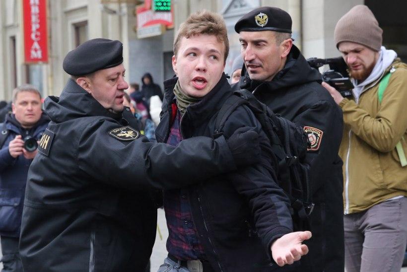 PIRAATLUS ÕHURUUMIS: vahistatud Valgevene ajakirjanik sattus lennuki pardal paanikasse ja kartis oma elu pärast. Kinni nabiti ka tema kallim