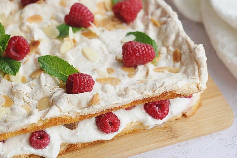 NII HEA! Kodujuustuvahu ja rabarberiga Brita kook