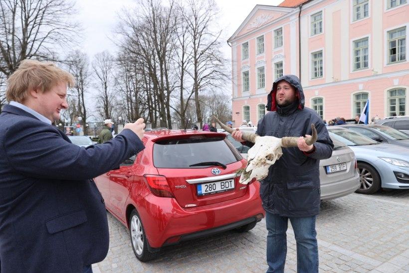 FOTOD | Meeleavaldajad on riigikogu ees tagasi