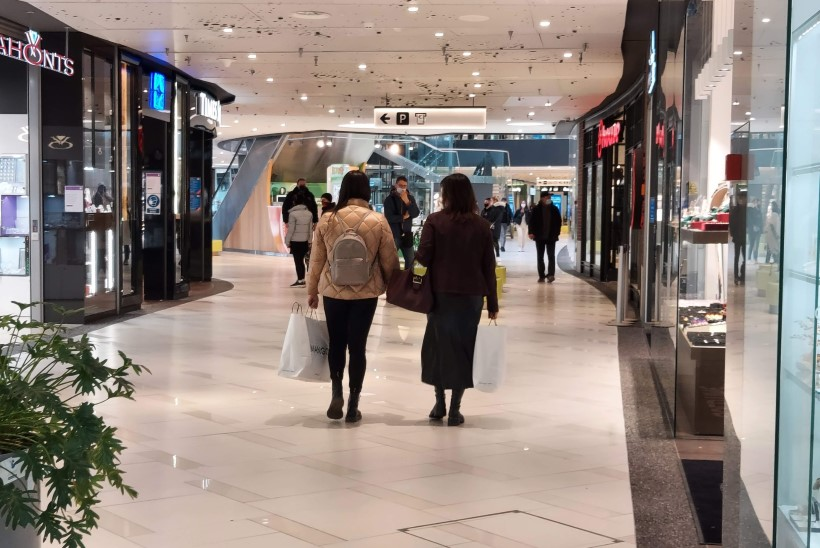 FOTOD   OSTUPÕUD ON LÄBI! Poed ja keskused avasid taas uksed, kas kliendid jooksevad tormi?