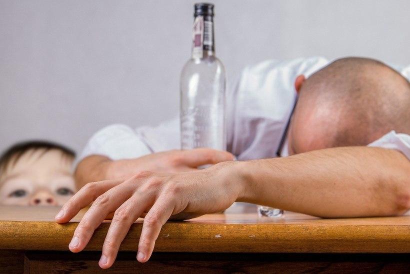 """Kogemusnõustaja: """"Kui elad koos alkoholisõltlasega, oled kaassõltlane."""""""