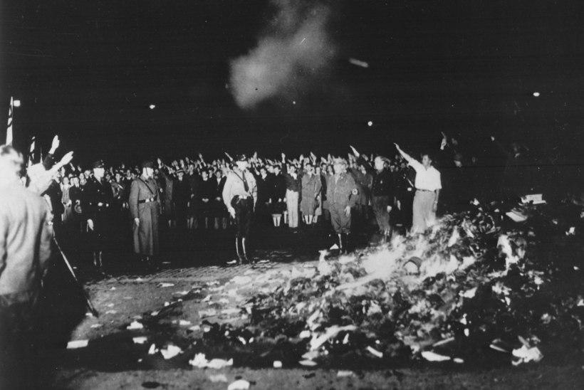 PUHASTUS TULE LÄBI: lõkkesse lendas kogu kirjandus, mis natsidele ei sobinud
