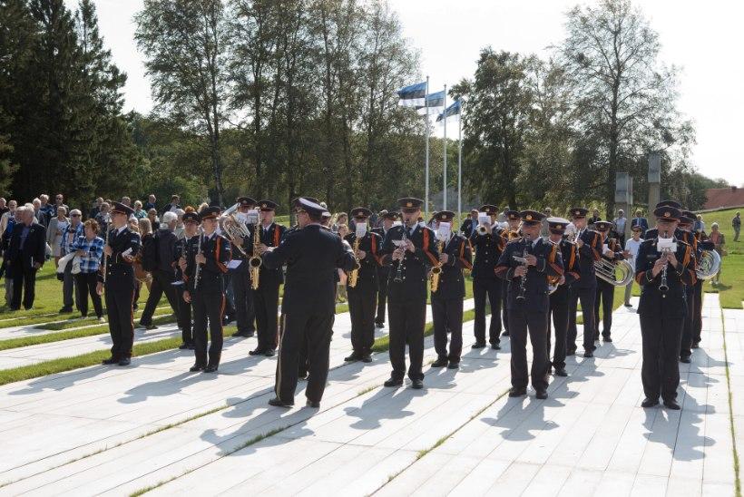LÄRM KANNAB VILJA! Koondatakse ligi 200 kaitseväelast, kuid orkestrandid saavad priske hüvitise ja uue riigipalgalise töökoha