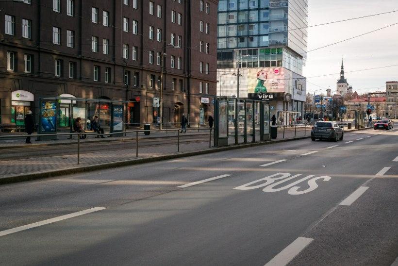 Kohus saatis trammiteel poolpaljana politseinikku rünnanud mehe vangi