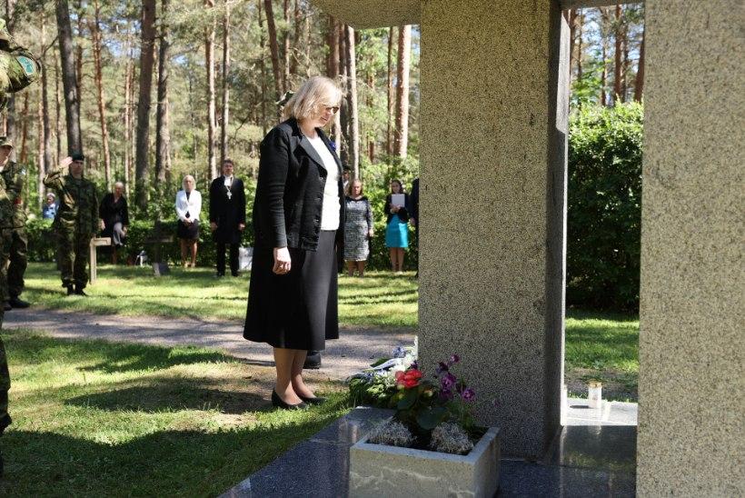 GALERII   Justiitsminister mälestas hukkunud riigiametnikke