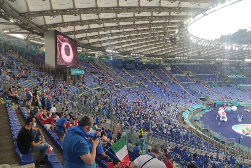Õhtuleht jalgpalli-EMil: pikk ootus, piletibardakk ja koroonasegadus