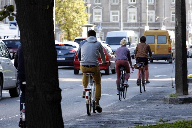 Jalgratturid sõitsid otsa nelja-aastasele tüdrukule ja põgenesid
