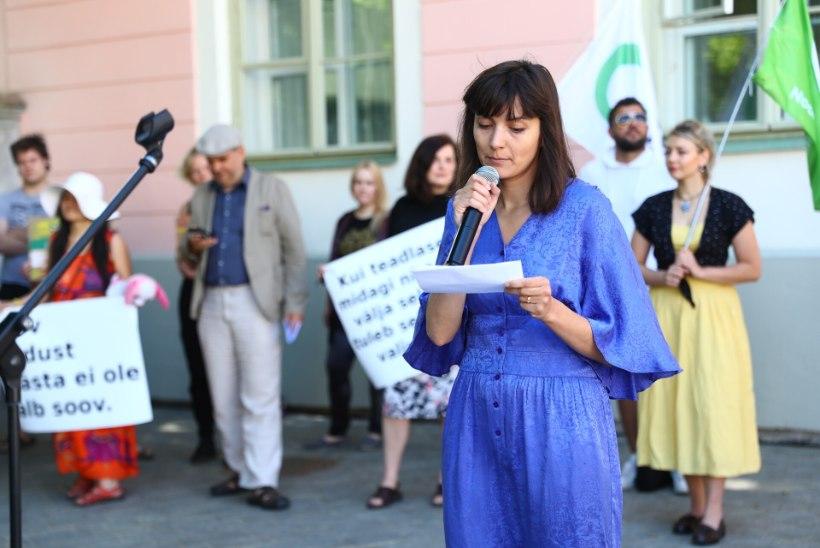 ÕL VIDEO JA GALERII   Zuzu Izmailova metsasõprade meeleavaldusel: riigikogu mõnitab Eesti rahvast