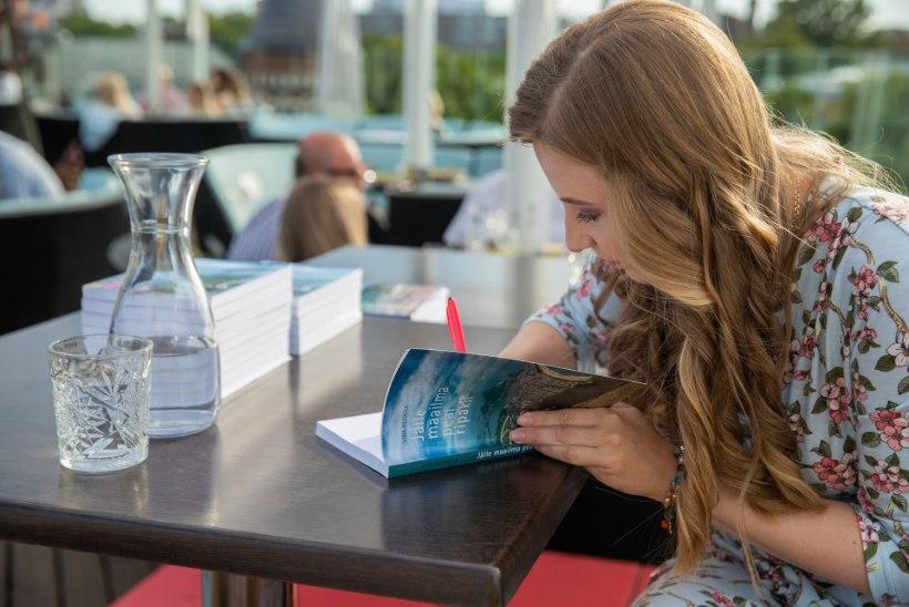 GALERII   Õhtulehe reisiblogija Liina Metsküla andis välja uue raamatu: ühel hommikul ärkas hostelirahvas üles selle peale, et tulistati