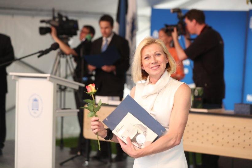 FOTOD   Särav Kristina Šmigun-Vähi lõpetas õpingud Tartu ülikooli magistrantuuris