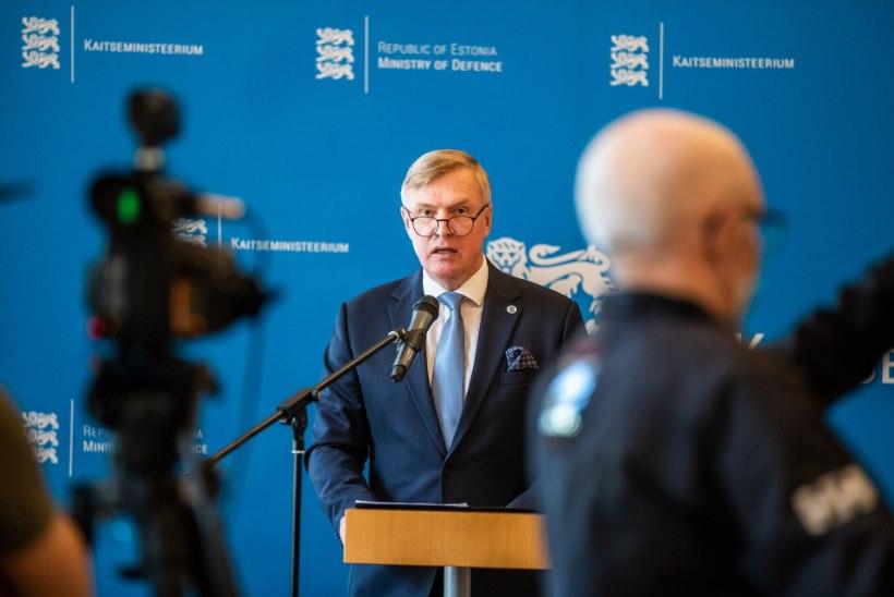 HELDUS MAKSUMAKSJA ARVEL: kaitseminister Laanet lubas orkestrantidele priskemat koondamishüvitist, kui seadus ette näeb