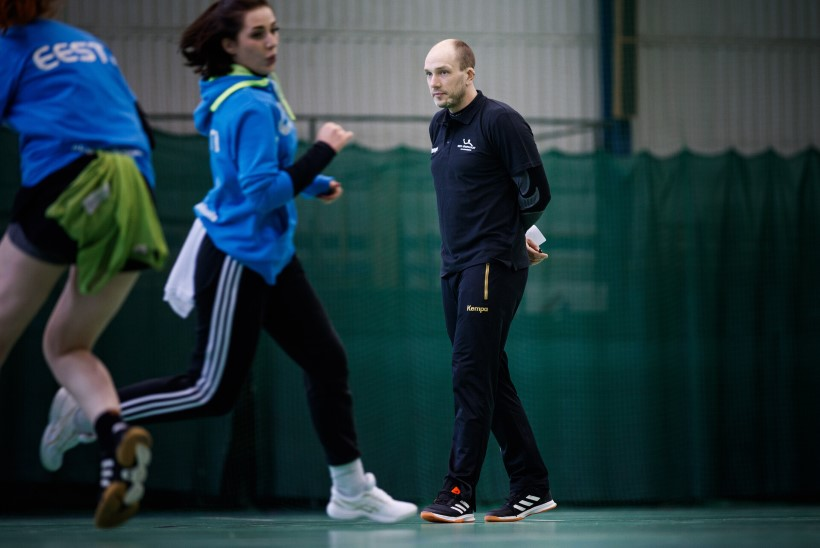 Taas kogunenud naiste käsipallikoondise treener: pingutus ja motivatsioon on head, aga puudu on vasakukäelistest mängijatest