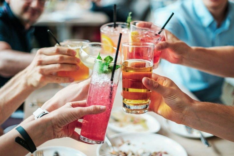 ALKOHOL VIIB RÄNKADE ÕNNETUSTENI: psühholoog annab kolm head nõuannet, kuidas on kergem seltskonnas kaine püsida