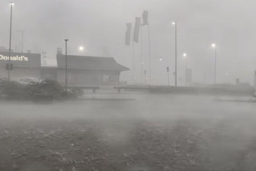 VIDEOD    Soomes möllas äiksetorm, inimestel soovitati jääda siseruumidesse