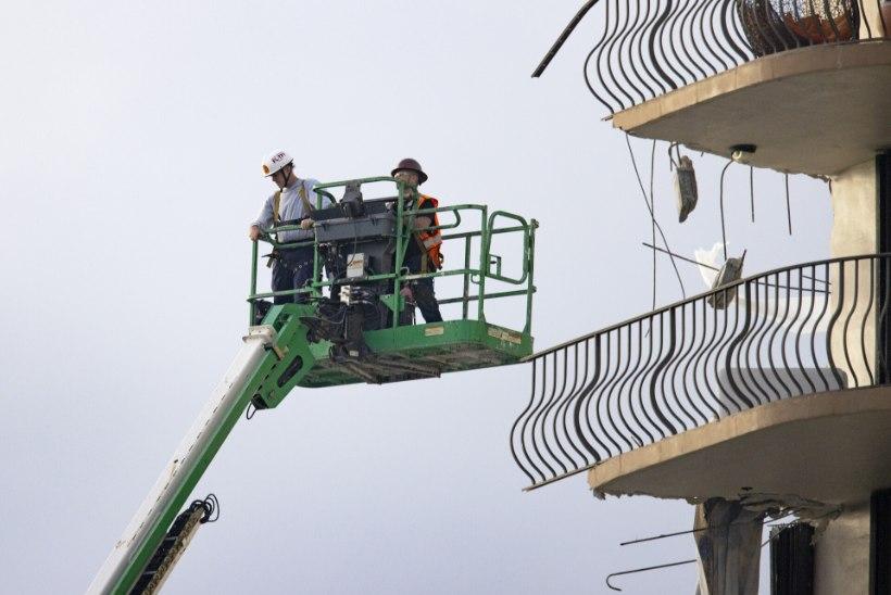 VIDEOD JA FOTOD | Miami Beachi kortermaja varingu järel on 159 inimest kadunud ja 4 hukkunud