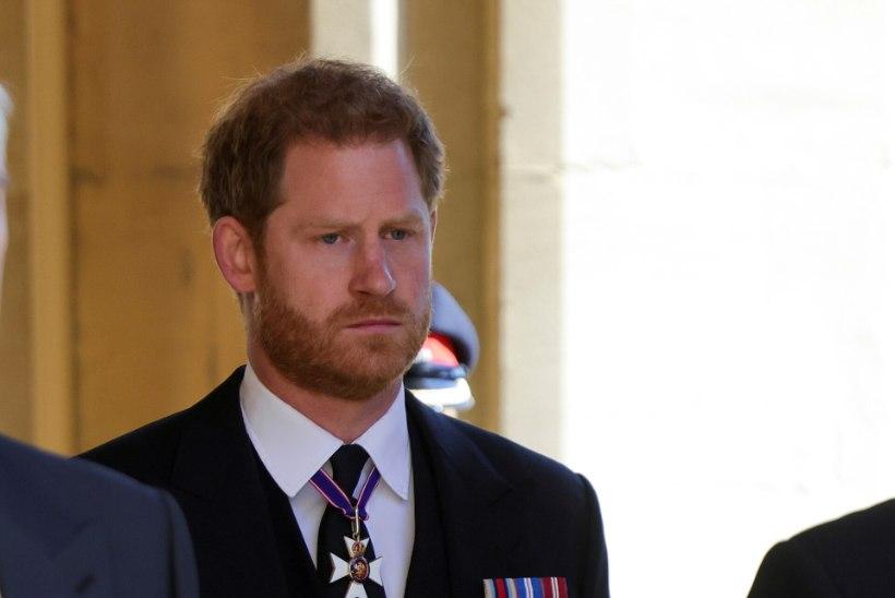 Prints Harry saabus üksi Londonisse