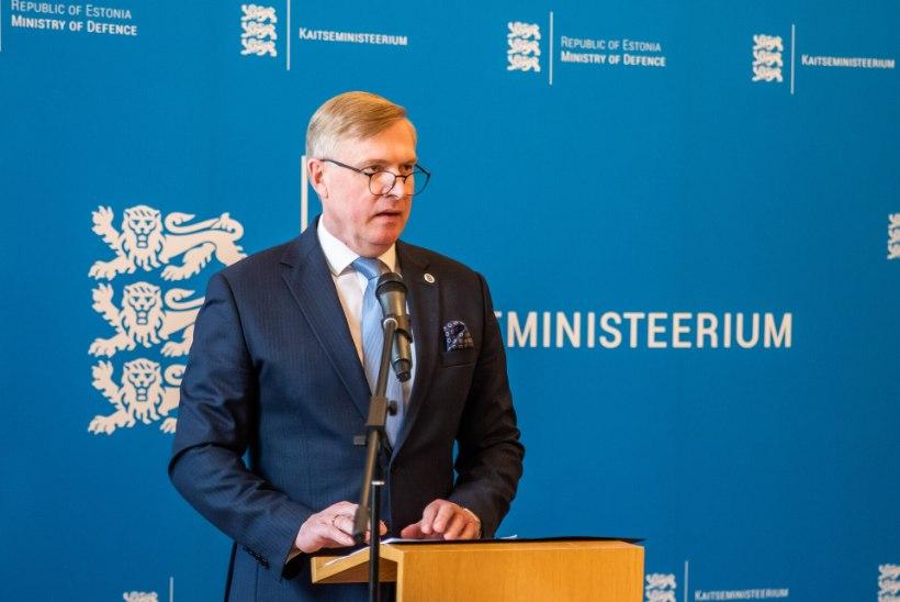 Kaitseminister selgitas parlamendile, miks kaitseväelastel soovitati 9. mail vormi mitte kanda