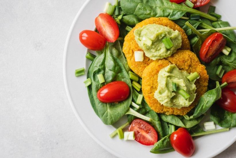TAIMNE PÄEVARETSEPT   Läätse-kinoakotletid värske salatiga