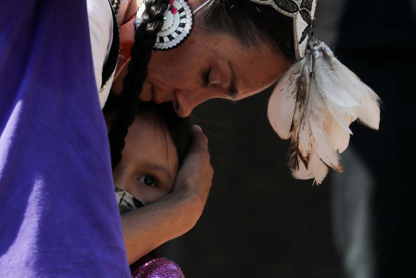 2800 VÄIKEST OHVRIT: Kanada mälestas kadunud indiaanilapsi