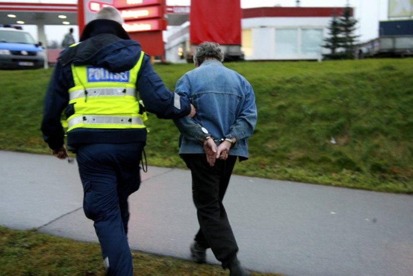 Politsei tabas Jõhvis kaks raskes joobes juhti