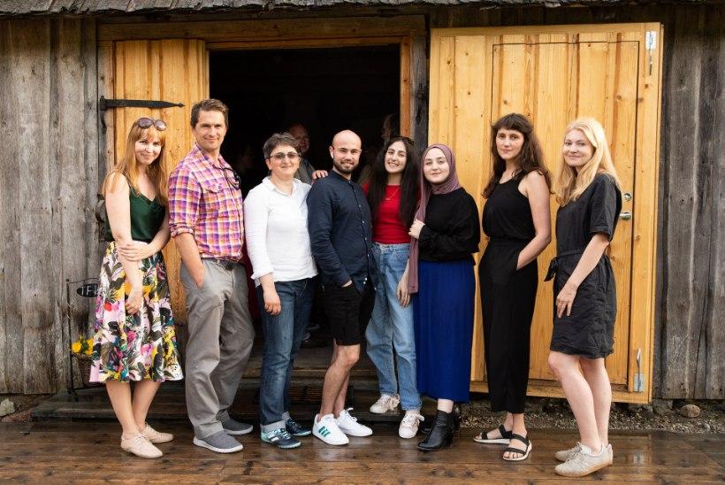 GALERII | SÜDAMESSEMINEVAD SAATUSED: Eestisse pagenud inimesed avaldasid oma lood, miks nad siit pelgupaika otsisid