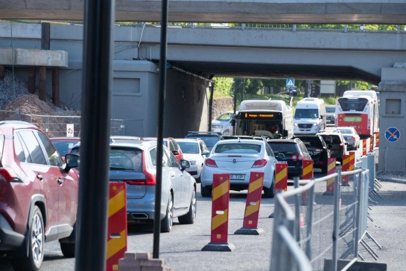 Möll Tartu tänavatel: erakordselt suured teetööd panevad autojuhtide kannatuse proovile