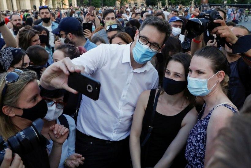 """""""DIKTAATORITE ELIITÜLIKOOL"""" Ungarlased protestivad Hiina kõrgkooli avamise vastu"""