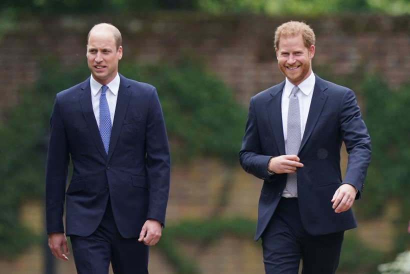 SÕJAKIRVES MAETUD? Printsid Harry ja William avasid ema Diana mälestussamba naerulsui