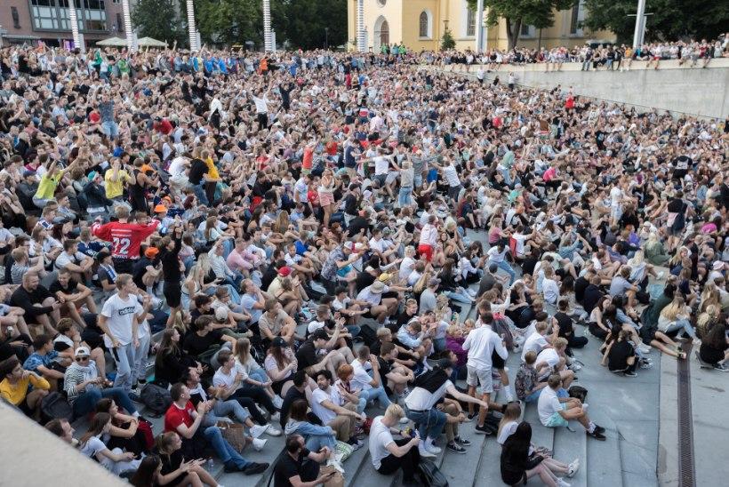 GALERII | Pealinna jalkafännid elasid finaalmängule kaasa Vabaduse väljakul