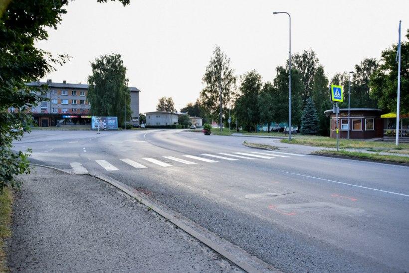 Viljandi probleemsel ülekäigurajal bussilt löögi saanud naine suri haiglas