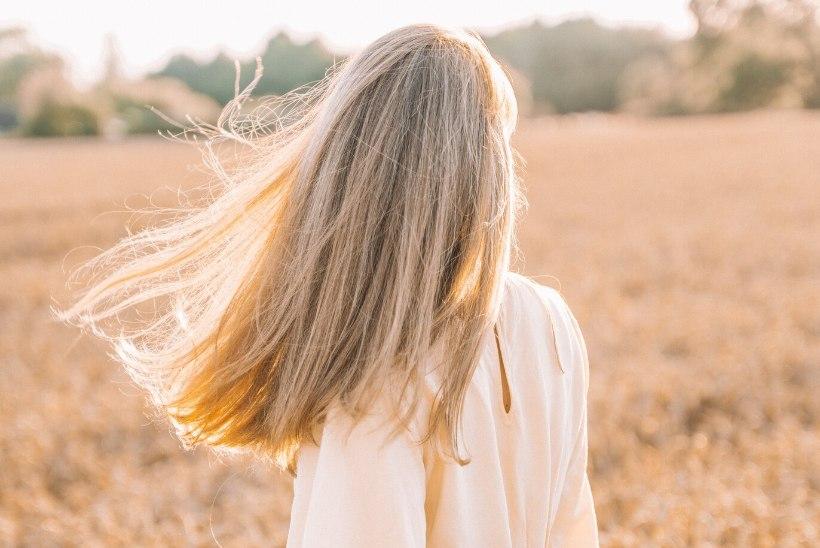 Päevita stiilselt ja helenda juukseid koduste vahenditega ehk Naistelehe selle nädala moe-nupud