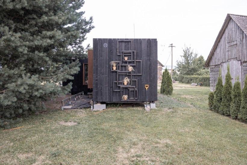 """AITÄH, EMAD! Vanemad ostsid """"Naabrist paremas"""" osalenud abielupaarile saunamaja ära"""