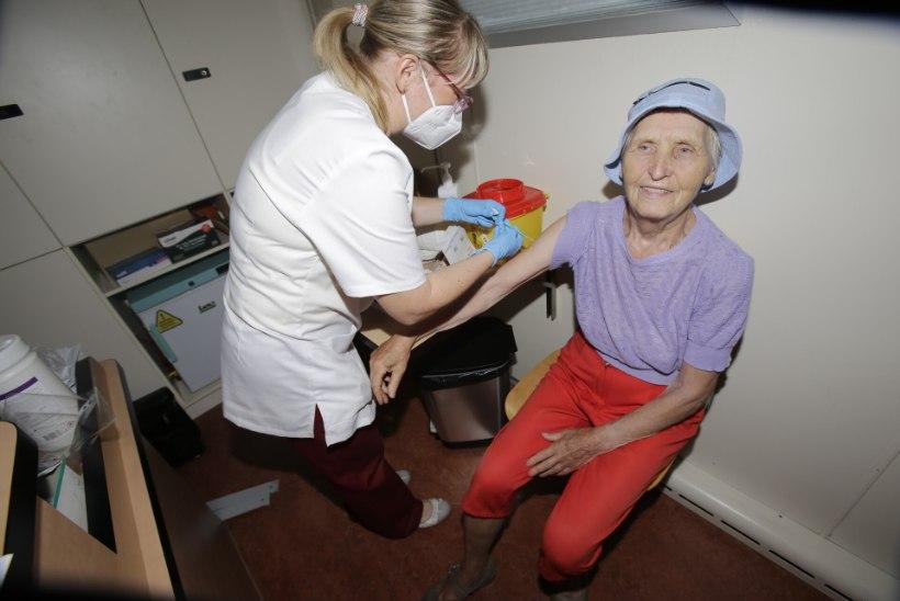 FOTOD | Vaktsineerimisbuss alustab Sillamäel, kohalike huvi on suur