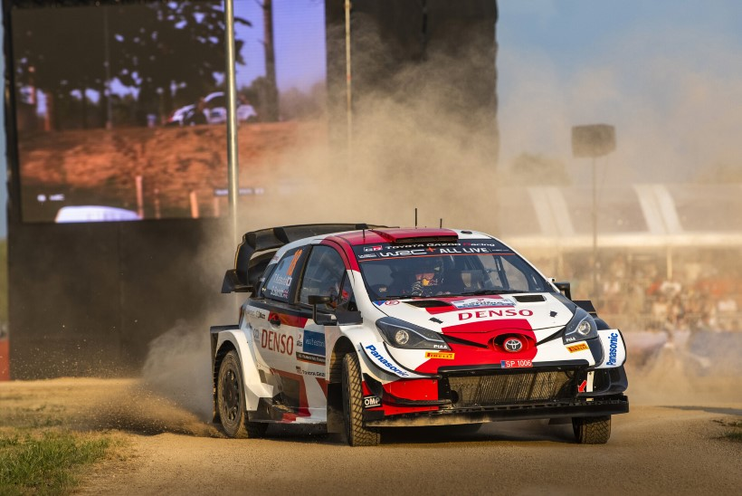 Head sõitu teinud Toyota piloot katkestas Rally Estonia kaardilugeja vigastuse tõttu