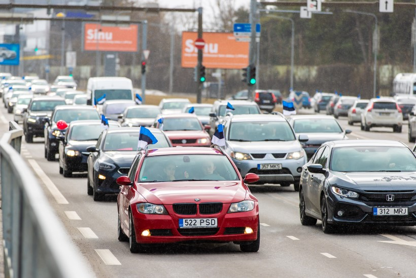 Koroonapiirangute meeleavaldusel liiklust takistanud  autojuht sai politseilt trahvi