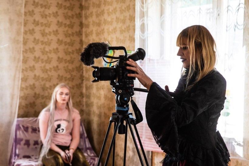 FOTOD JA REPORTAAŽ VÕTTEPLATSILT   Susanna Leedi kallimaks uues õudusfilmis on värske abielunaine Helen Kõpp, kaamerameheks on Heleni abikaasa