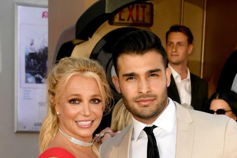 Britney Spearsi noor kallim tegi uhiuue autoga avarii