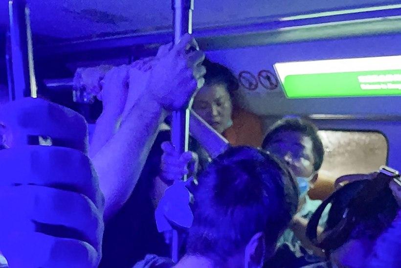 AEGLANE UPPUMINE: Hiina rongisõitjad jäid tõusuvee lõksu