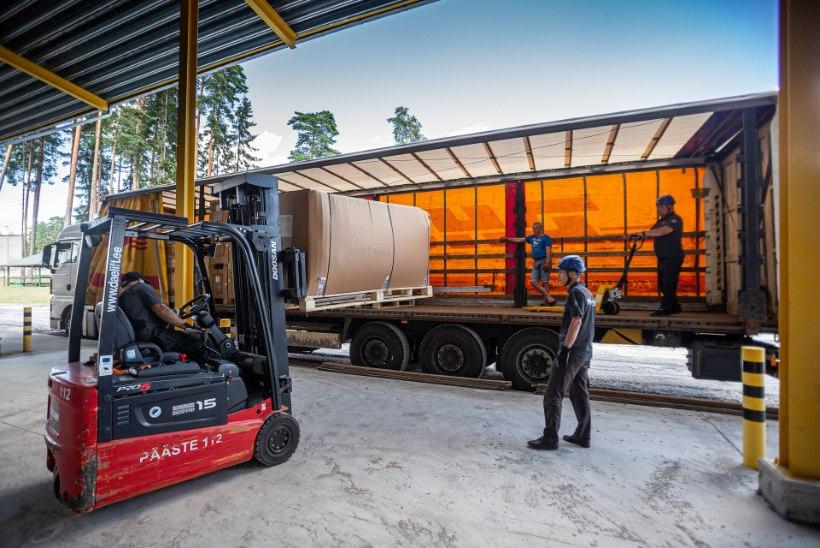 VIDEO JA FOTOD | ABI TEEL! Eesti saatis Leedule autokoormatäie telklaagrivarustust