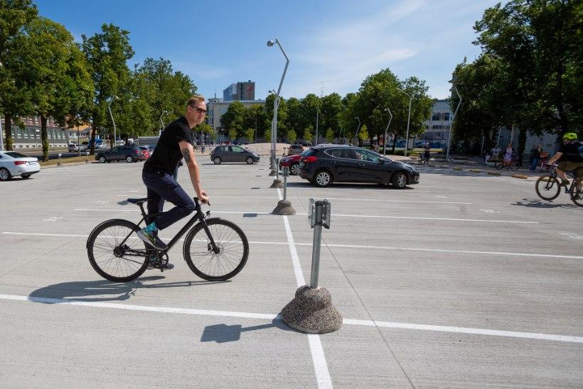 GALERII | ROHKEM RATTAID KUI RONGI MAHUB! Superministeeriumi ees protestiti rattapiletite vastu