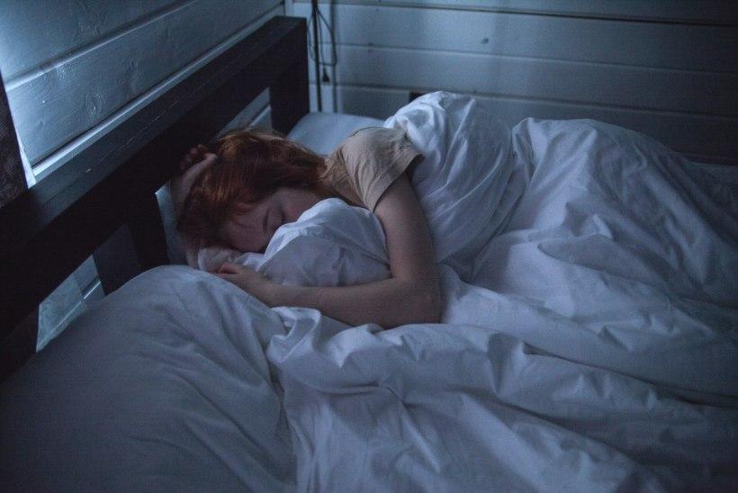 Kas sul on raskusi uinumisega või ärkad öösiti samal ajal? Põhjus võib peituda sinu emotsionaalses seisundis!