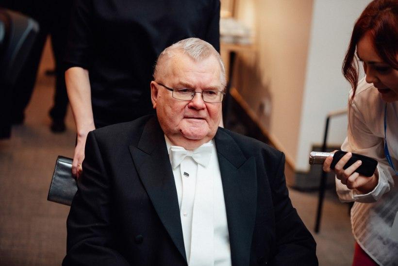 Edgar Savisaar kannatas praamiõnnetuse tagajärgi: kurtsin bürokraadile, et jalg ei ole veel kasvama hakanud