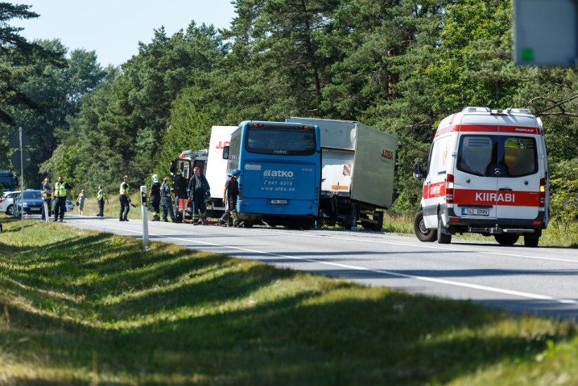 Politsei saatis 26 vigastatuga bussiõnnetuse asja prokuratuuri